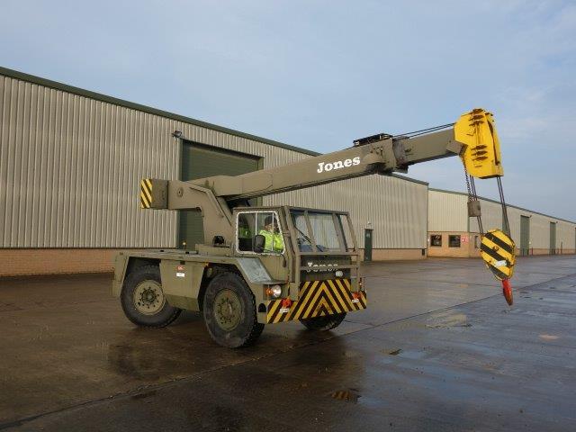 Jones IF8 M mobile military crane