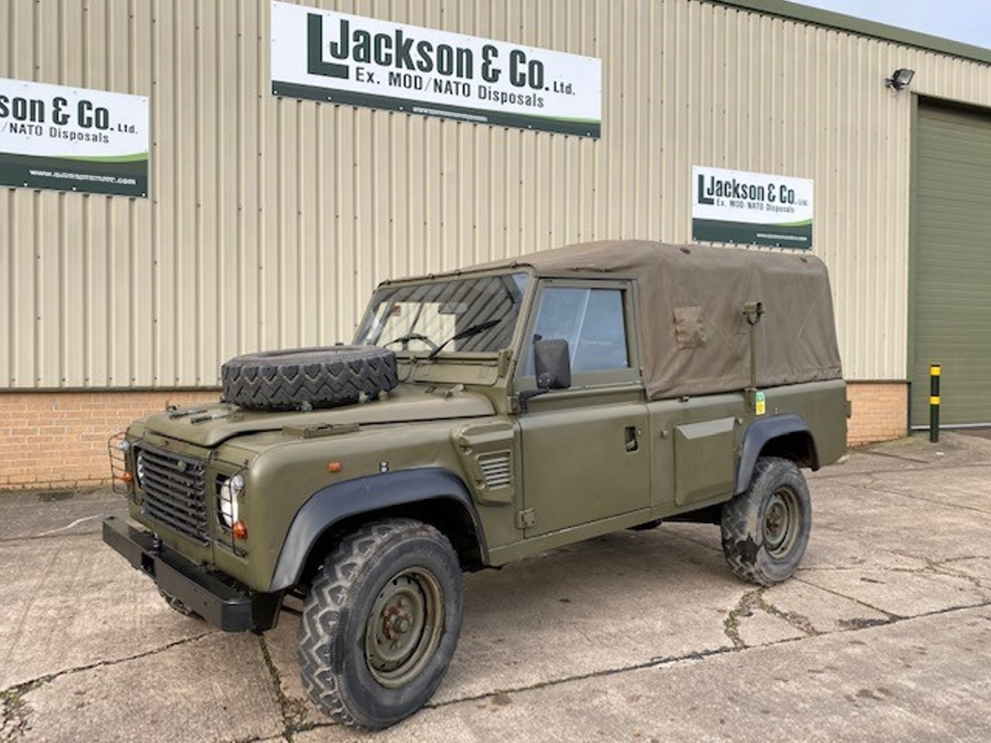 Land Rover Wolf   Defender 110 (REMUS) Soft Top