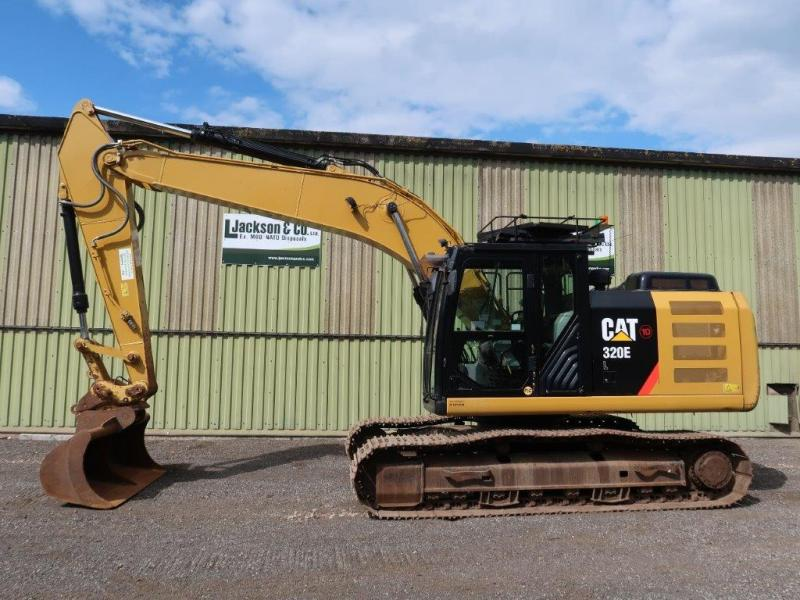 Caterpillar 320 EL Excavator | Military Land Rovers 90, 110,130, Range Rovers, Mercedes for Sale