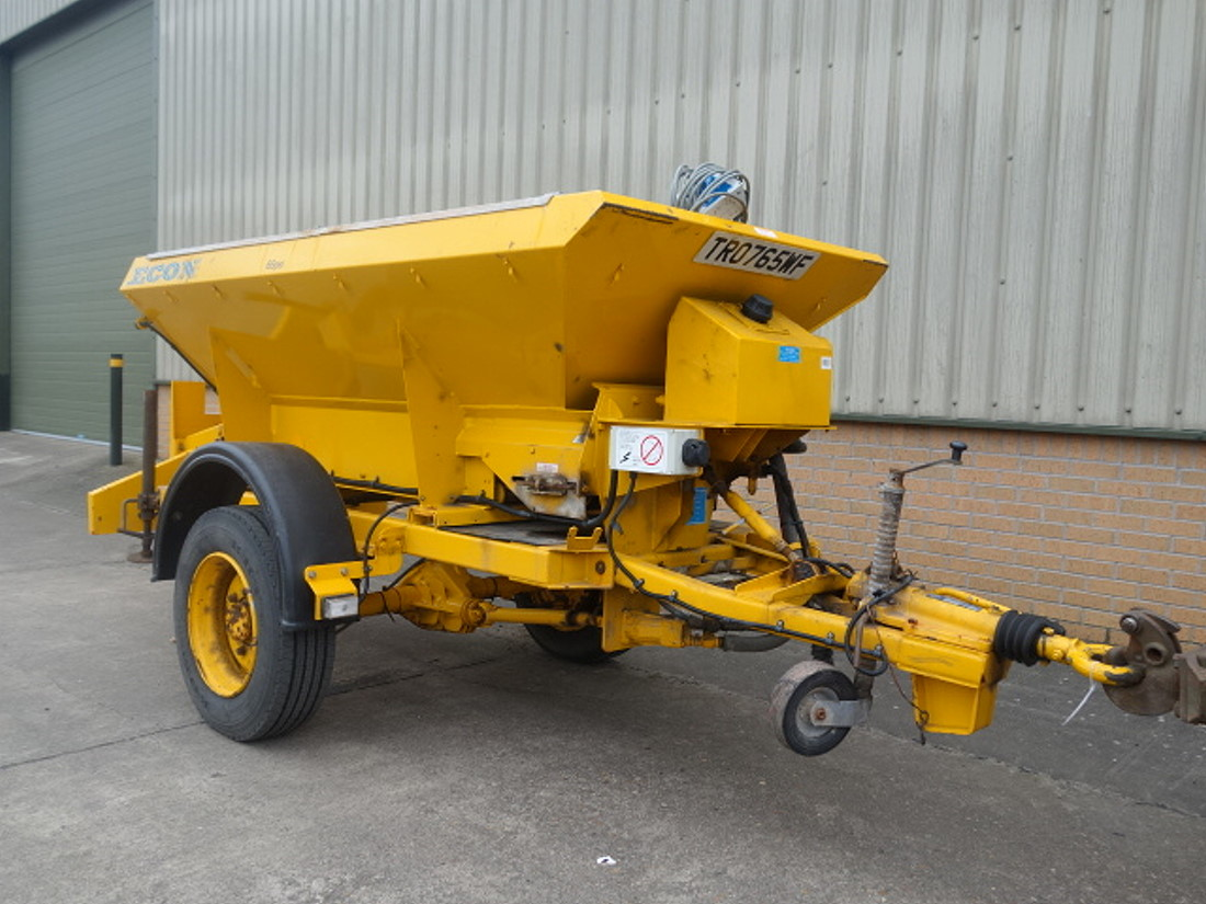WAS SOLD Econ towed gritter trailer