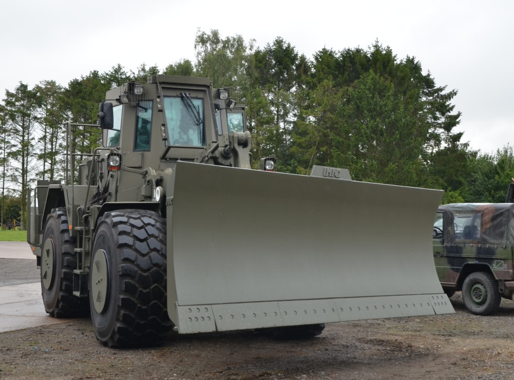 Caterpillar Armoured Wheeled dozer  972G for sale | military vehicles