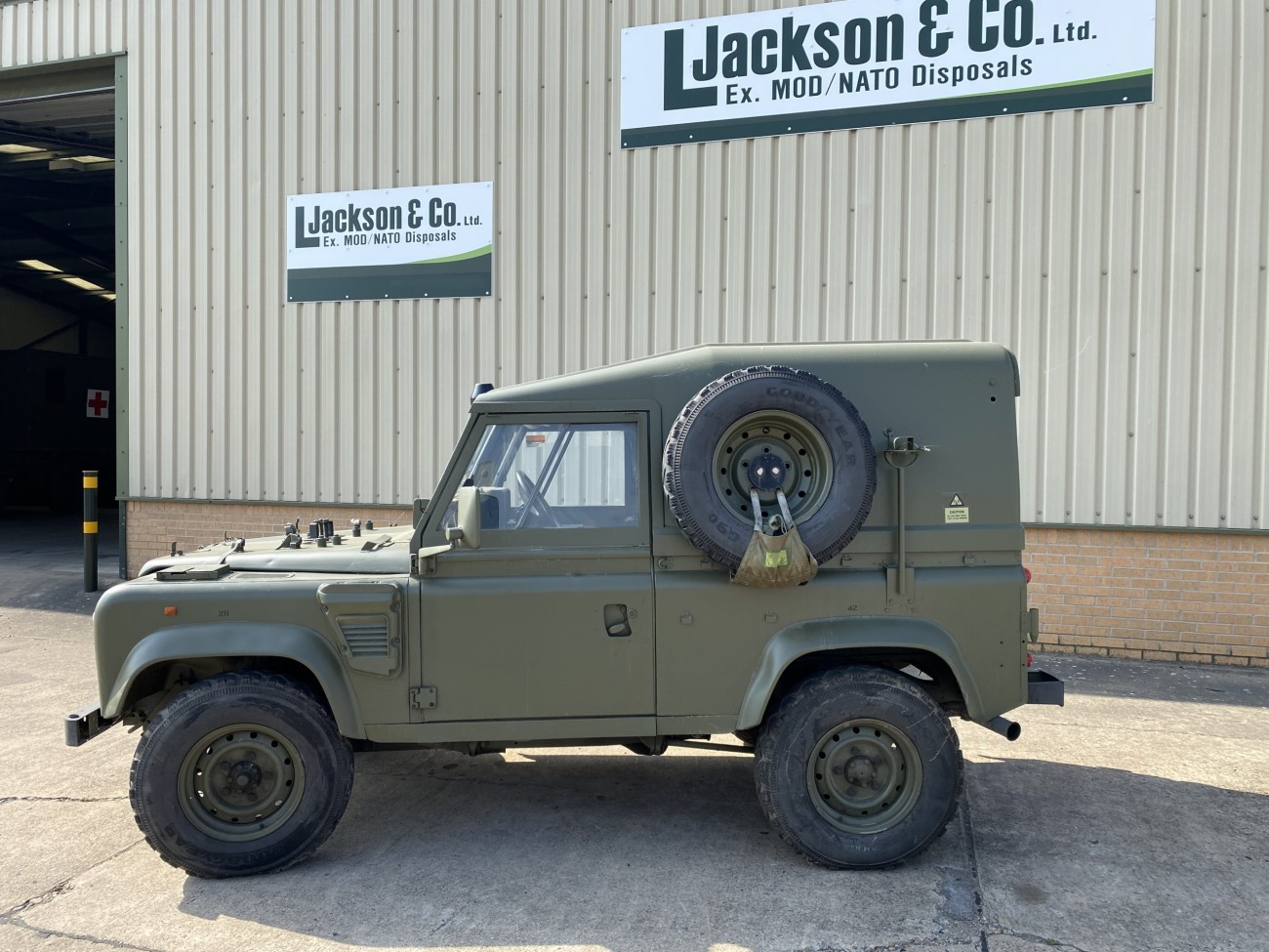 Land Rover Defender 90 Wolf RHD Hard Top Remus | used military vehicles, MOD surplus for sale