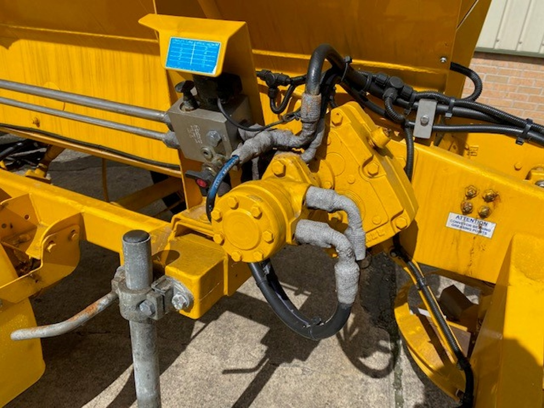 Econ towed gritter trailer   used military vehicles, MOD surplus for sale