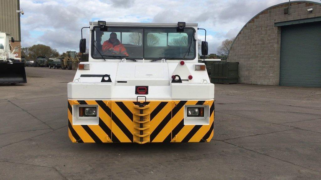 Douglas DC 10-4 - APM medium sized tug Ex military vehicles for sale, Mod Sales, M.A.N military trucks 4x4, 6x6, 8x