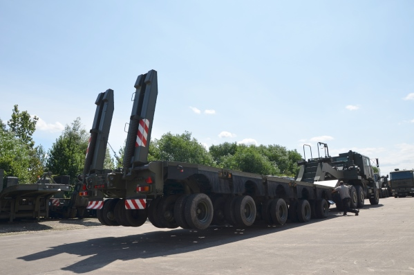 M1000 HETS 40-wheel, Semi-trailer heavy equipment transporter  for sale . The UK MOD Direct Sales