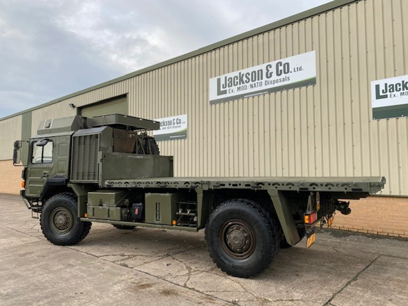 MAN HX60 18.330 4x4 Flat Bed Cargo Truck for sale
