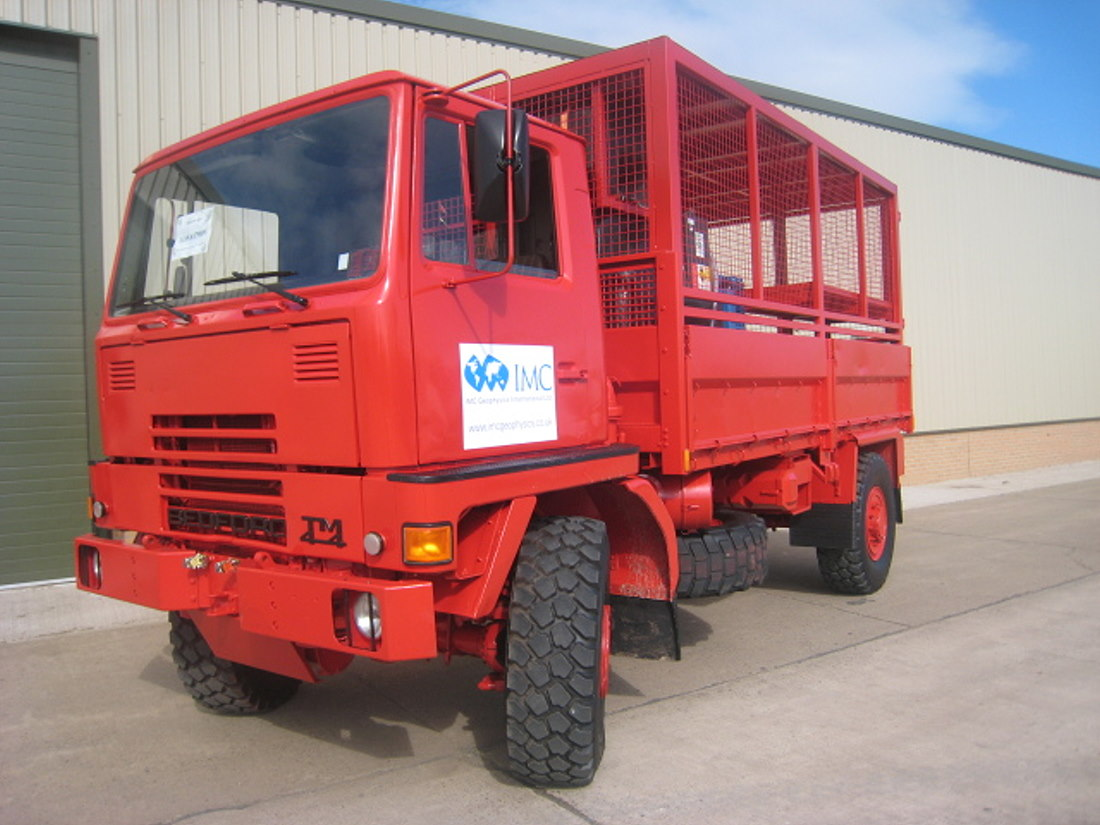 WAS SOLD Bedford TM 4x4 lube/service truck