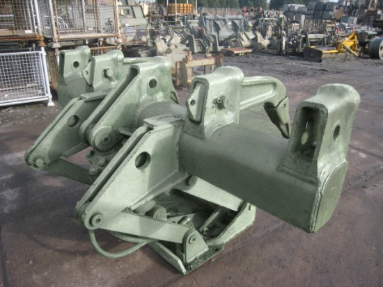 WAS SOLD Caterpillar multishank rippers