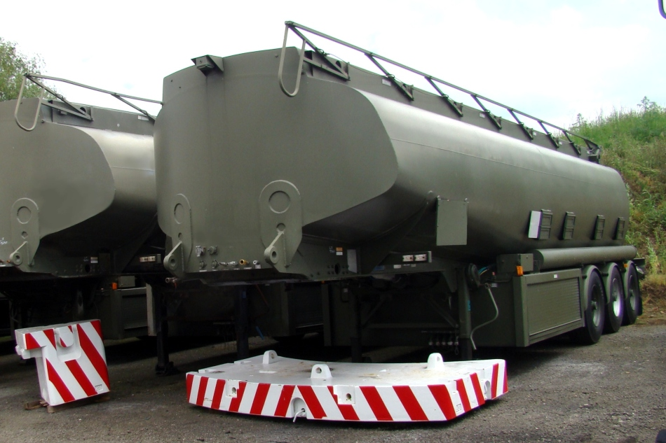 Thompson PT44/3  32,000 litre tanker trailer for sale | military vehicles