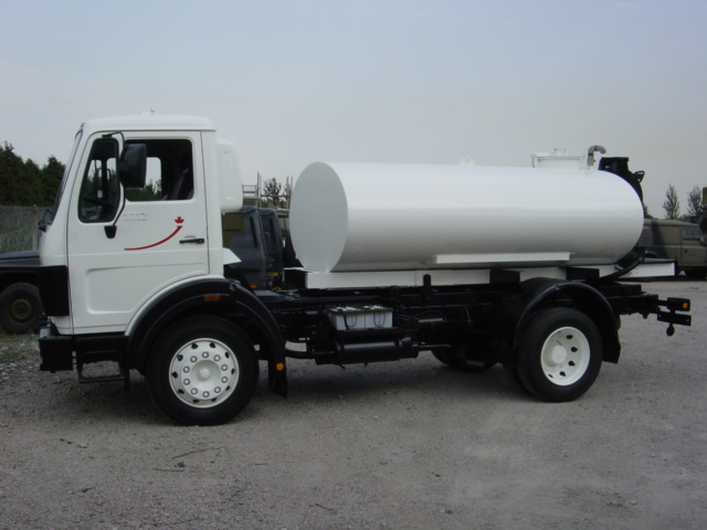 Mercedes 1017 4x4 Water tanker for sale